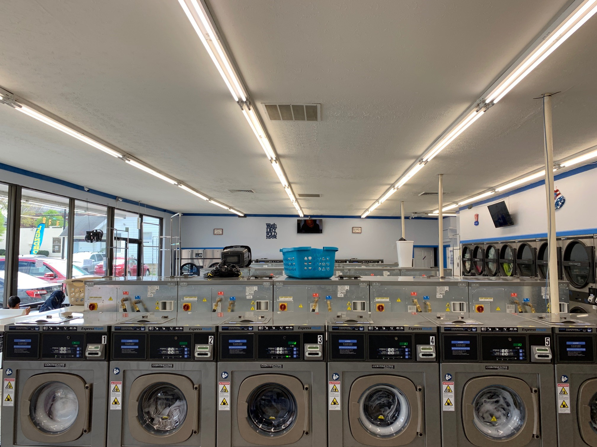 Akron main street laundromat washers